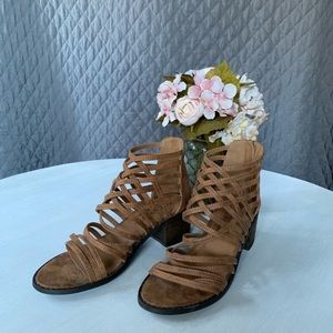 Coconut by Matisse tan strappy sandals